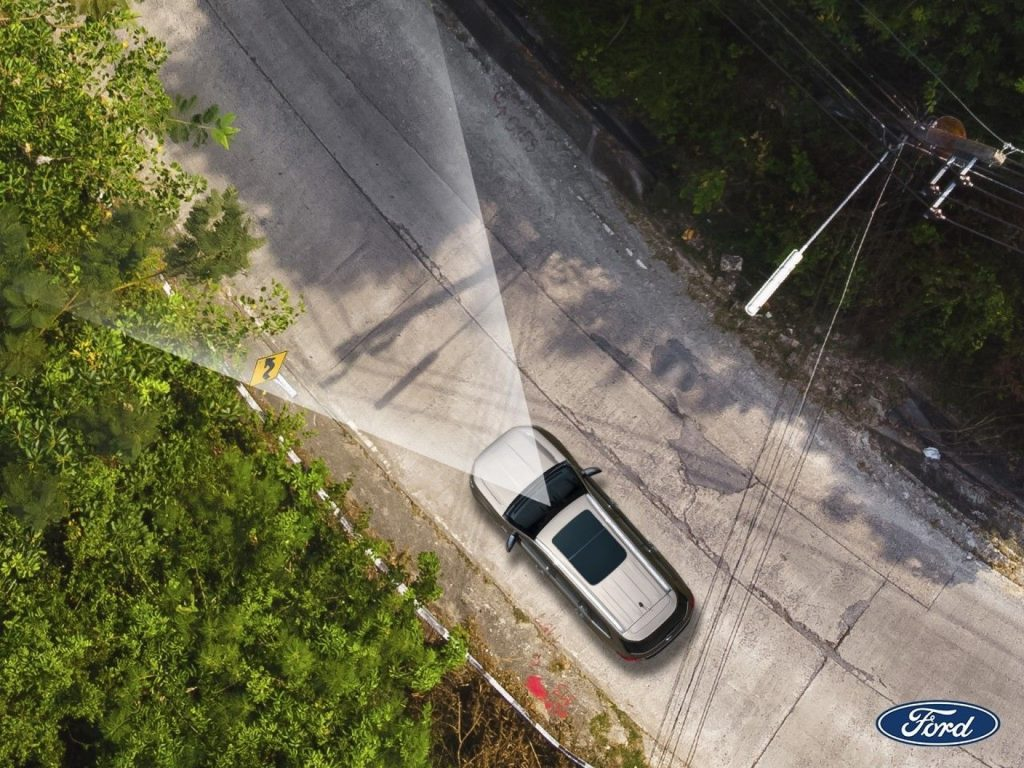 เทคนิครถยนต์ : การเชื่อมต่อระบบสื่อสารในรถ ช่วยให้ขับรถปลอดภัยและสะดวกสบายได้อย่างไร