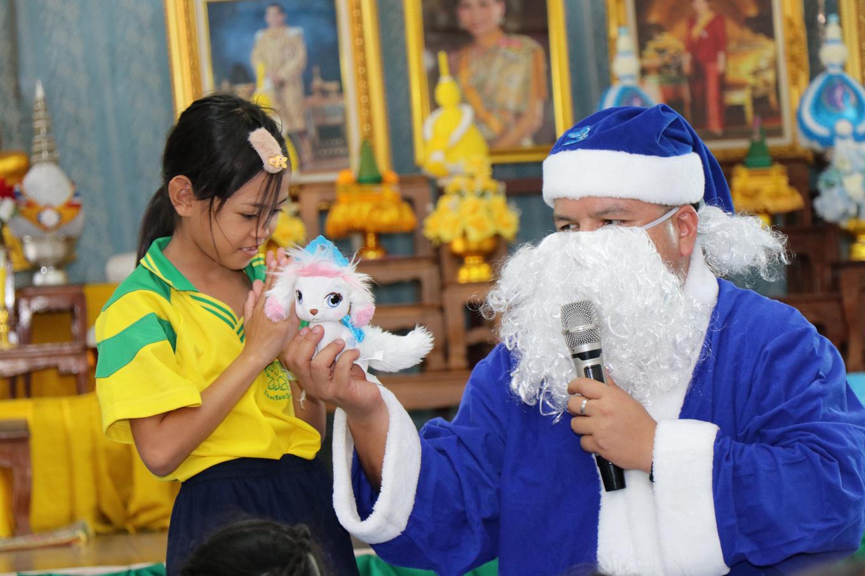 """ข่าวรถวันนีั : ฮุนไดจัดกิจกรรมเพื่อสังคมโครงการ """"บลู ซานต้า"""" ที่โรงเรียนวัดสนามช้าง"""