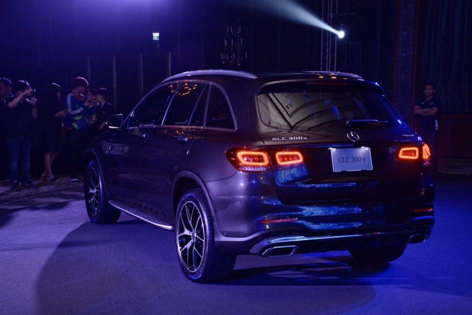 """ข่าวรถวันนี้ : เมอร์เซเดส-เบนซ์ ประเทศไทย แนะนำ """"Mercedes-Benz GLC 300 e 4MATIC AMG Dynamic"""" และ """"Mercedes-Benz GLC 300 e 4MATIC Coupé AMG Dynamic"""" ก่อนนำ """"Mercedes-Benz EQC"""" เอสยูวีไฟฟ้า 100% ลุยตลาดไทยปีนี้"""