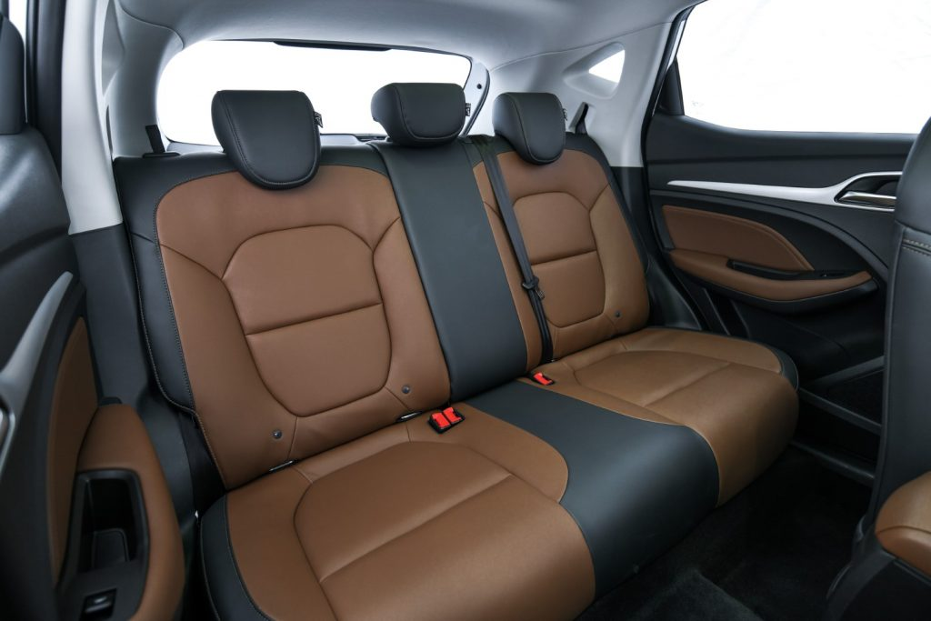 """รีวิวรถใหม่2020 : เอ็มจี ส่งสมาร์ทเอสยูวี NEW MG ZS เขย่าตลาด ชูคอนเซ็ปต์ """"SMART UP"""" ปรับราคาทุกรุ่นเพิ่ม 10,000 บาท ในออฟชั่นสุดคุ้ม"""