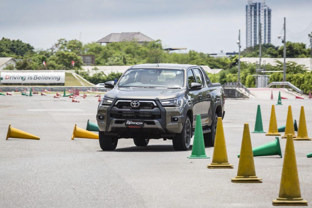 ทดลองขับ : โตโยต้า ไฮลักซ์ รีโว่ ร็อคโค่ ดับเบิ้ลแค็บ ขับเคลื่อน 4 ล้อ ราคา 1,239,000 บาท