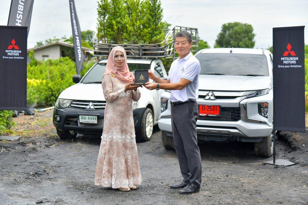 ข่าวรถวันนี้ : มิตซูบิชิ มอเตอร์ส ประเทศไทย มอบรางวัลใหญ่ ทองคำแท่งมูลค่า 1 ล้านบาท ให้แก่ลูกค้ากระบะไทรทัน