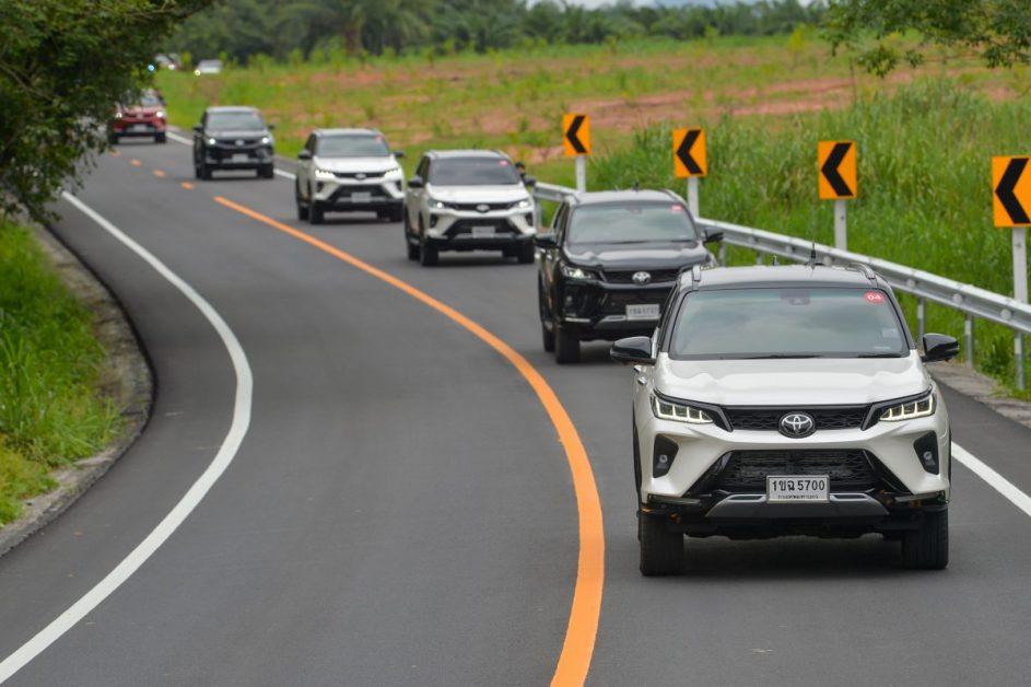 รีวิวรถใหม่ 2020 : Toyota Fortuner Legender สัมผัสแรกบนถนนจริง ฟันธง! ครบเครื่อง ทั้งหล่อและลุย