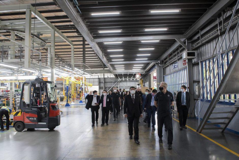 ข่าวรถวันนี้ : เมอร์เซเดส-เบนซ์ เปิดบ้านต้อนรับกรรมาธิการการพลังงาน สภาผู้แทนราษฎร เข้าเยี่ยมชมและดูงานในโรงงานประกอบรถยนต์ปลั๊กอินไฮบริดและผลิตแบตเตอรี่ สมุทรปราการ