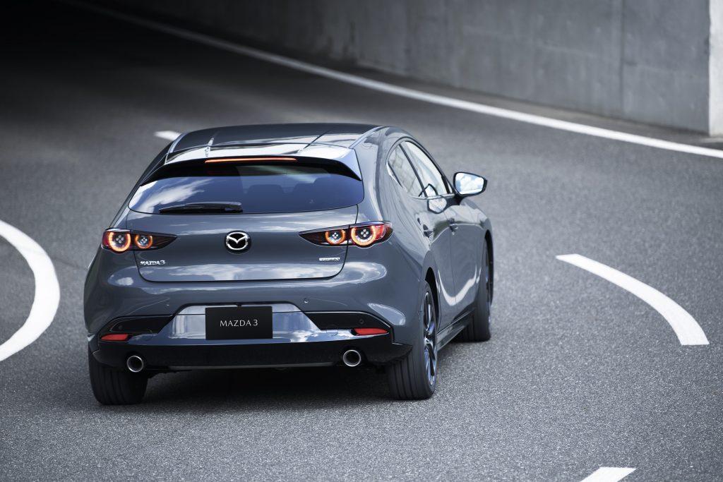ข่าวรถวันนี้ (19/04/2021) : รถยนต์มาสด้า3 คว้ารางวัลรถยนต์ยอดเยี่ยมแห่งปี Canadian Car of the Year 2021 จากสมาคมผู้สื่อข่าวรถยนต์แห่งประเทศแคนาดา นับเป็นรถยนต์รุ่นแรกที่ได้รับรางวัลนี้ติดต่อกันถึง 2 ปีซ้อน