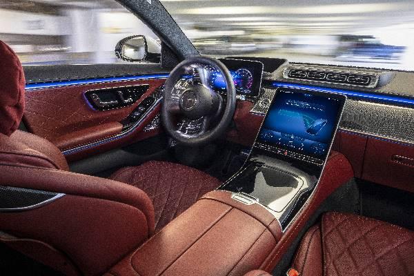 """รีวิวรถใหม่ 2021 : เมอร์เซเดส-เบนซ์ เผยโฉม """"The new S-Class"""" ในประเทศไทย"""