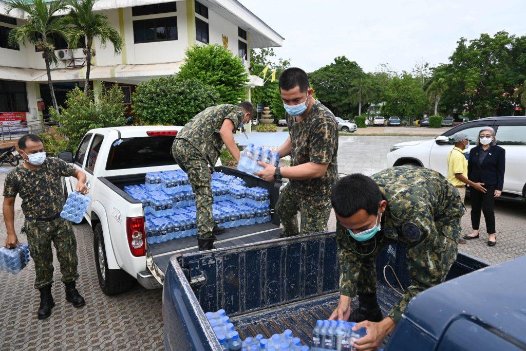 """ข่าวรถวันนี้ (30/05/2021) : """"Spirit 4x4"""" ร่วมใจ """"คนไทยไม่เคยทิ้งกัน"""" สนับสนุนน้ำดื่มให้ ศปก. ปากพลี"""