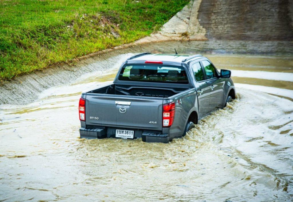ข่าวรถวันนี้ (1/10/2021) มาสด้า ห่วงใยลูกค้าที่รถยนต์เสียหายจากภัยน้ำท่วม ลดค่าอะไหล่ 50% ลดค่าแรง 10% ตลอดเดือนตุลาคม