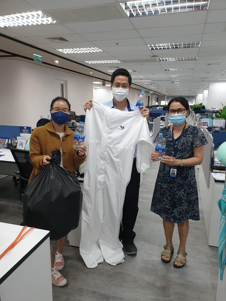 """ข่าวรถวันนี้ : 'มิชลิน'สมทบทุน บริจาคขวดพลาสติก ผลิตเป็นชุด PPE ดำเนินกิจกรรมตอกย้ำจุดยืนเรื่อง """"เศรษฐกิจหมุนเวียน"""" ภายใต้วิสัยทัศน์มุ่งขับเคลื่อนธุรกิจสู่ความยั่งยืนทุกด้าน"""